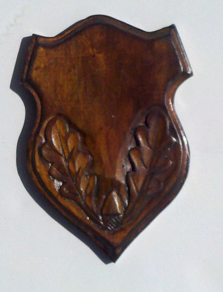 Carved Door Plate - Crest w/Leaf
