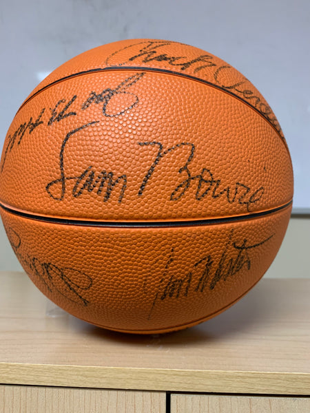 Signed 1980-82 University of Kentucky Wildcats Basketball - Vintage - BEST OFFER AVAILABLE