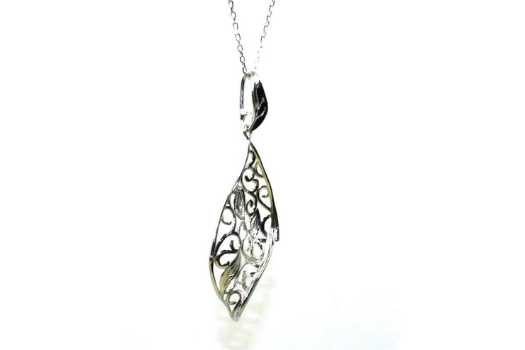 Leaf Design Necklace