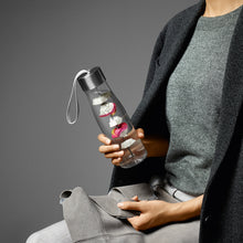 Load image into Gallery viewer, Eva Solo MyFlvour Water Bottle in Use