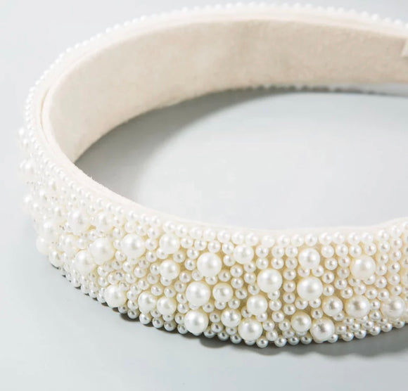 Fashion Pearl headband.
