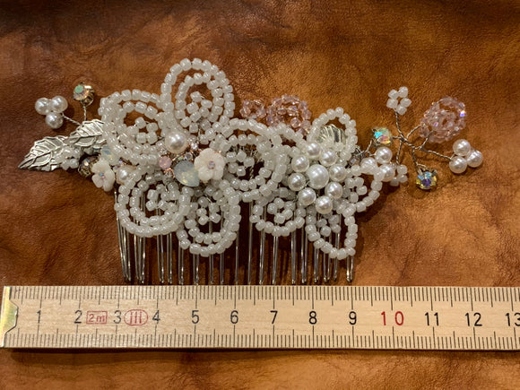 Handmade flower beaded hair comb.
