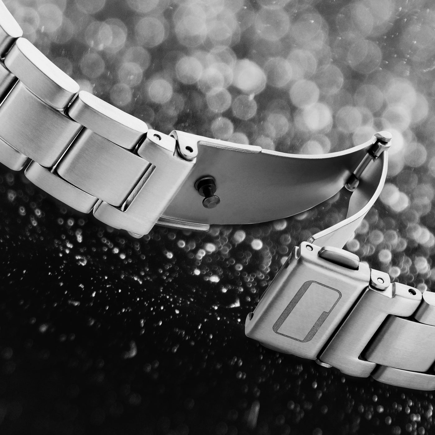 Unibody Power Clasp for the  Nuclieus Power Bracelet - the world's first and only luxury bracelet for the Apple Watch. Handcrafted with the finest lab grown diamonds in Antwerp (Belgium). Silver.