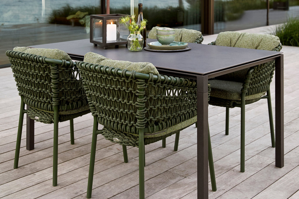 Welcome the nature into your outdoor space with the dark green Ocean chairs