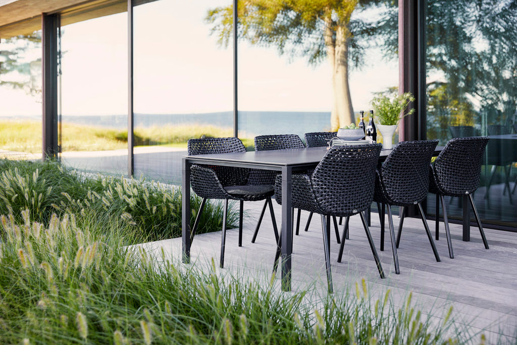 Enjoy the summer evenings on the terrace in the elegant Vibe chair