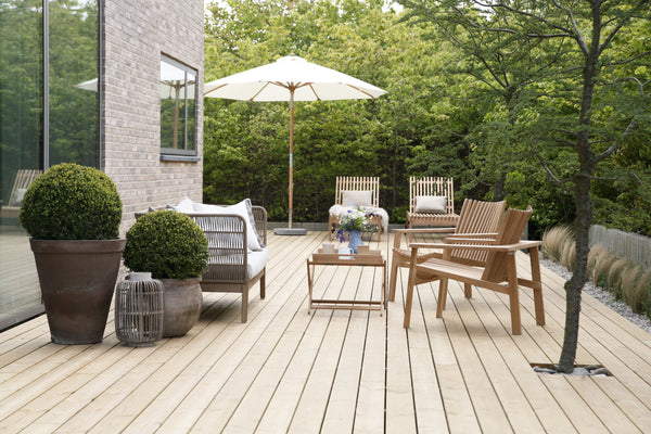 Teak garden furniture nordic look on the terrace