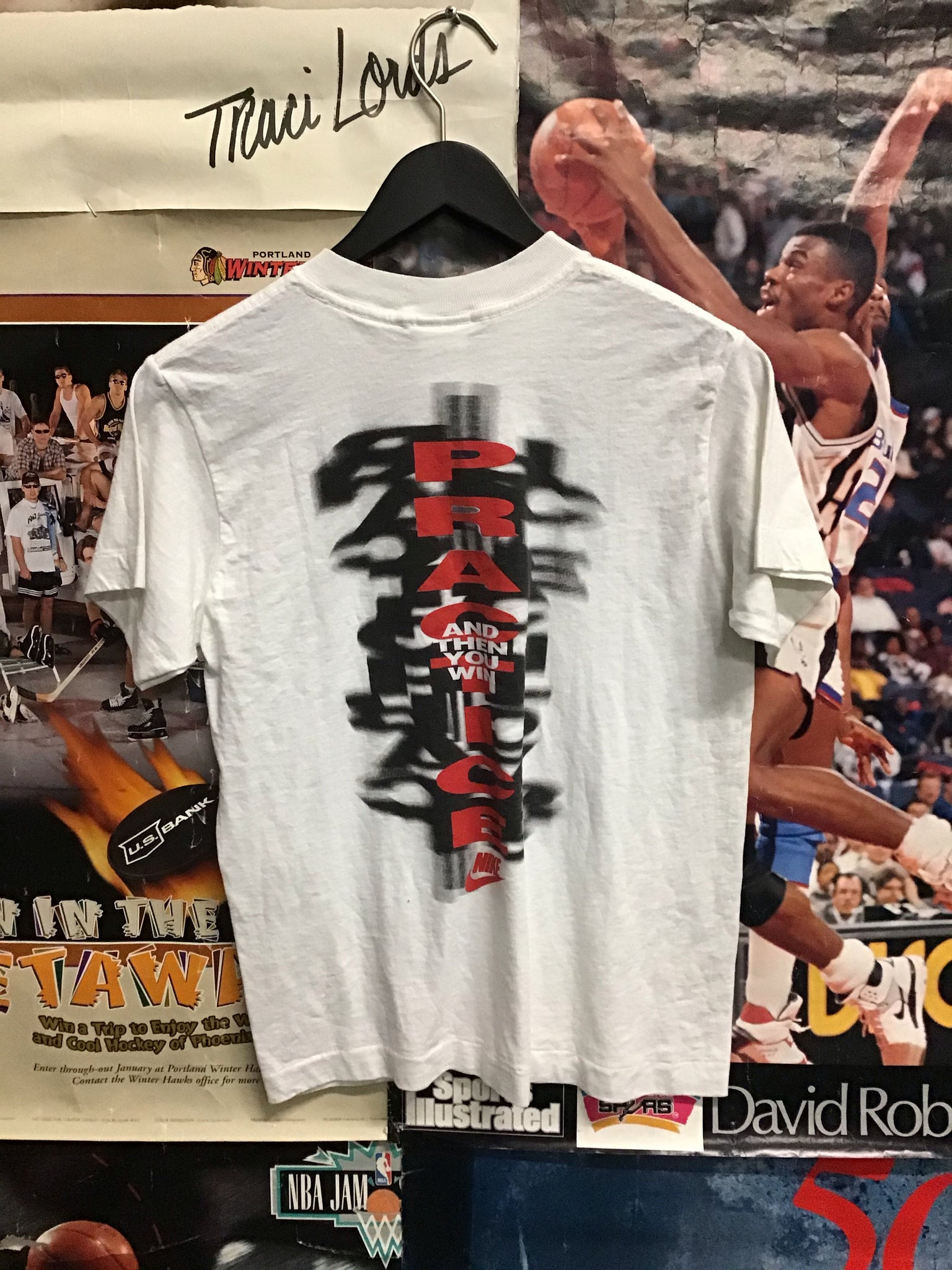 Nike Practice Tee Youth Medium - Decades of dope