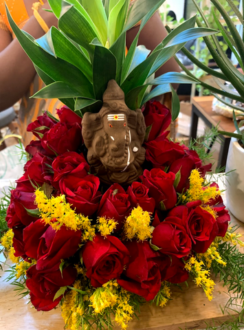Rose Bazaar, Wework, Bangalore, Prestige Atlanta, pop up, flowers, home decor, puja/pooja, subscription, tins, lily, Chrysanthemums, home delivery, Ganesha, decorations, Ganesh Chaturthi,