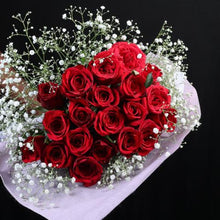 Load image into Gallery viewer, Rose gift box flower bouquet celebration Rose Bazaar Karuturi