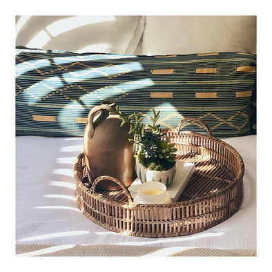This beautiful open weave round tray sets the stage for your collectibles and warms up your table ✨ Also a perfect place to set your coffee + book on Sundays!