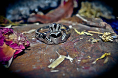 CLADDAGH IRISH GOOD LUCK Ancient Pagan Wealth & Abundance + Love Spell Ring of Power MONEY Beauty Haunted Ring * 100% Pure! ** POWER & Blessings! $$$