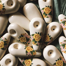 Load image into Gallery viewer, Ritual & Rose Yellow Rose Ceramic Pipe - Fumée Galante