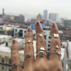 VMOJI PEACE SIGN HAND RING