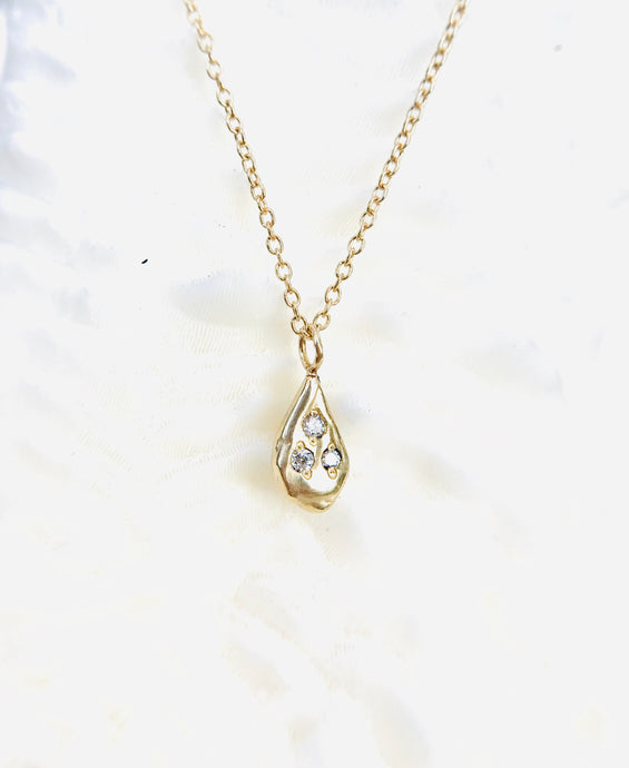 Delicate Tri-Diamond Droplet Necklace