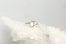 Load image into Gallery viewer, Moonstone Diamond Cabachon Ring