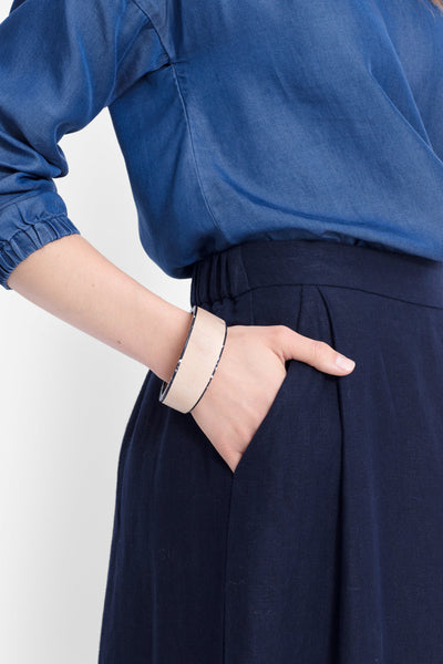 Kerda Wooden Monochrome Bangle Model BLACK