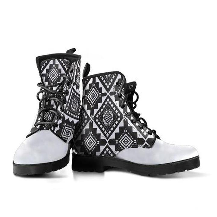Black Tribal Pattern Handcrafted Boots - Manifestie