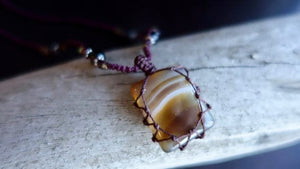 Short Agate Macrame Necklace | Stone for Protection | Unisex Healing Crystal | Chalcedony