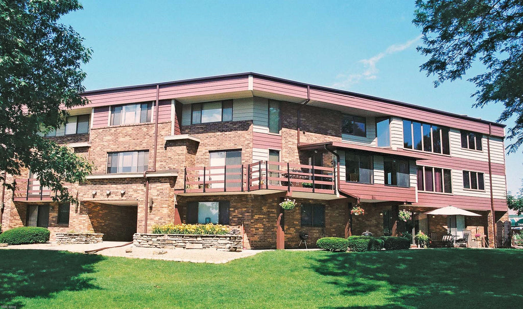 AVAILABLE: 2 Bed/1.5 Bath - 2602 Arbor Dr. #235, Madison, WI 53711
