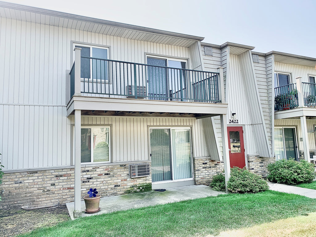 ACCEPTED OFFER!! 2422 Independence Lane Unit 206, Madison, WI 53704 (2 Bed/2 Bath Condo)