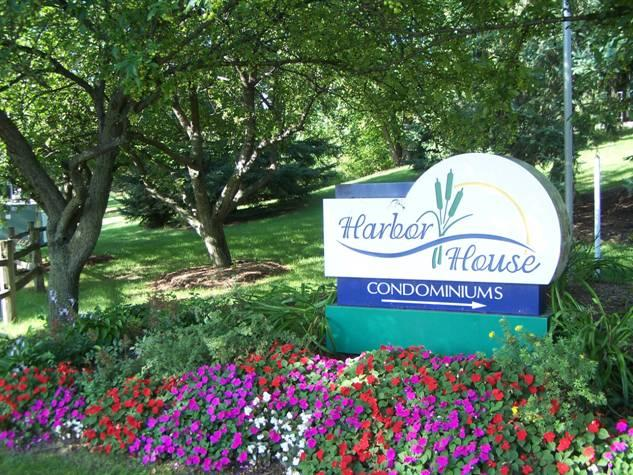 AVAILABLE: 2 Bed/2 Bath - 2 Captain's Ct. #7, Madison, WI 53719