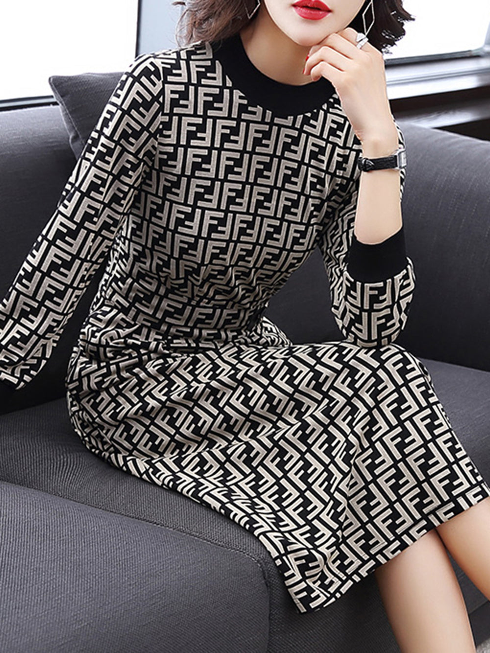 Elegant Geometric Slit Knitted Dress