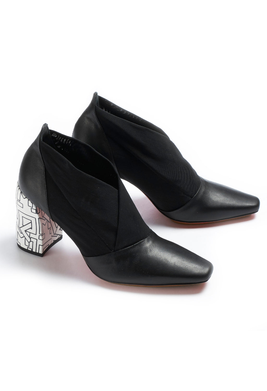 Pointed Heeled Ankle Boots in Pamlos / Ludlamite Black