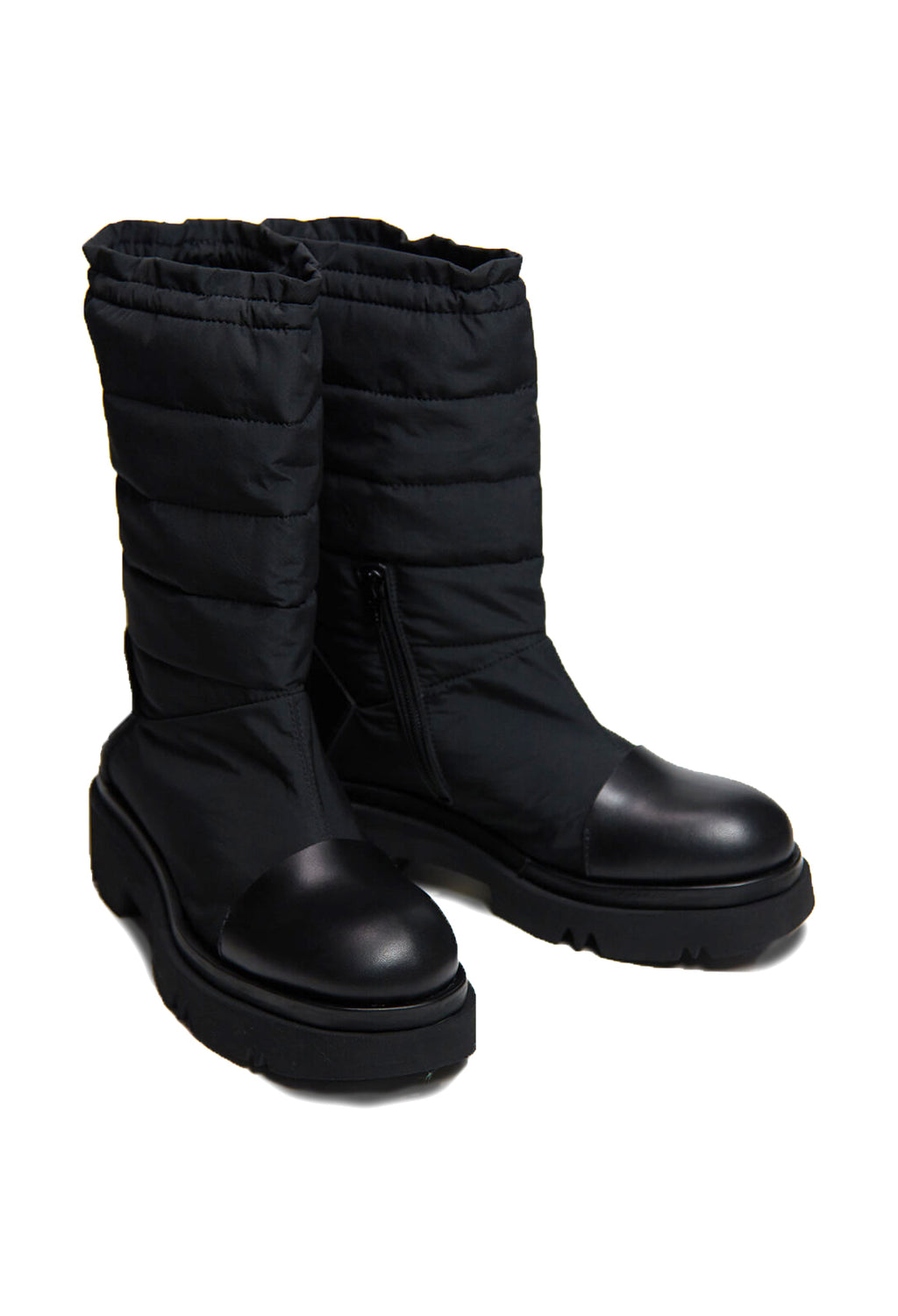Padded Boots in Nero