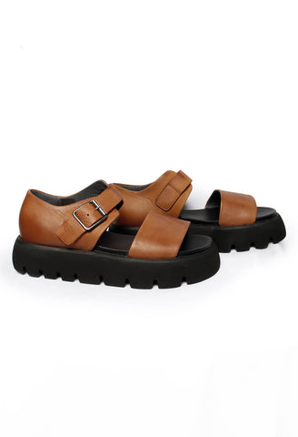 Open Toe Sandals in Gasoline Cognac