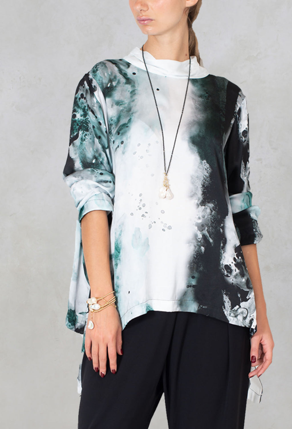 V Neck Blouse Hebe in Green Colorful