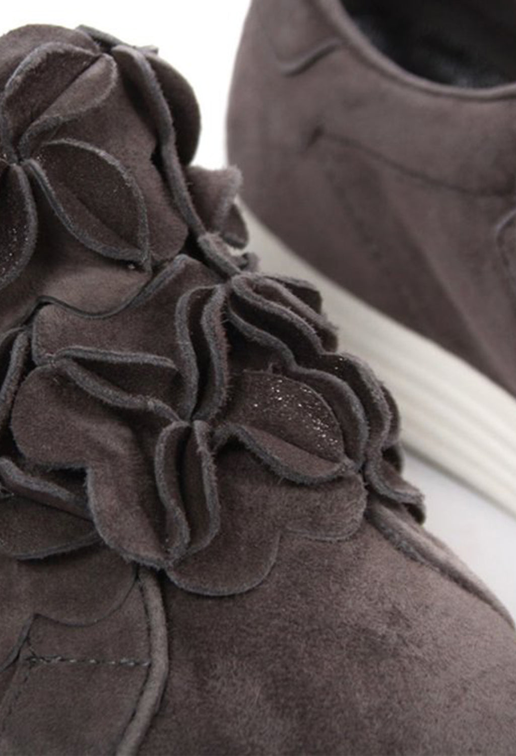 Flower Detailed Pumps in Washed Slate