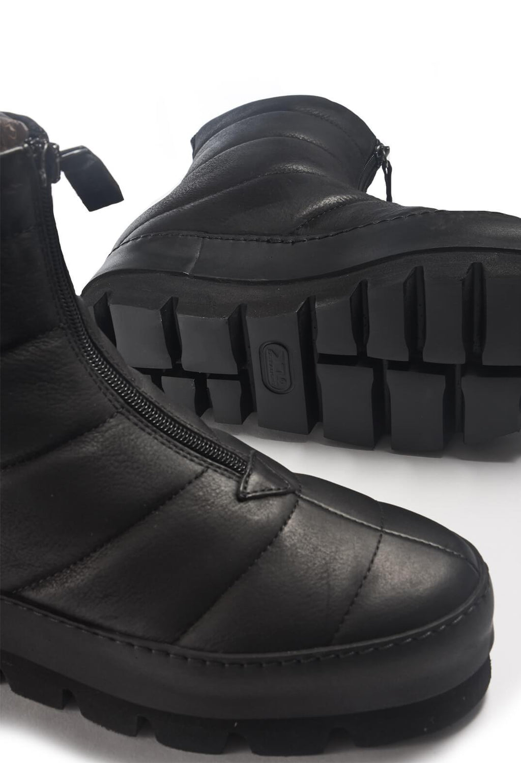 Leather Chunky Ankle Boots in Gasoline Nero