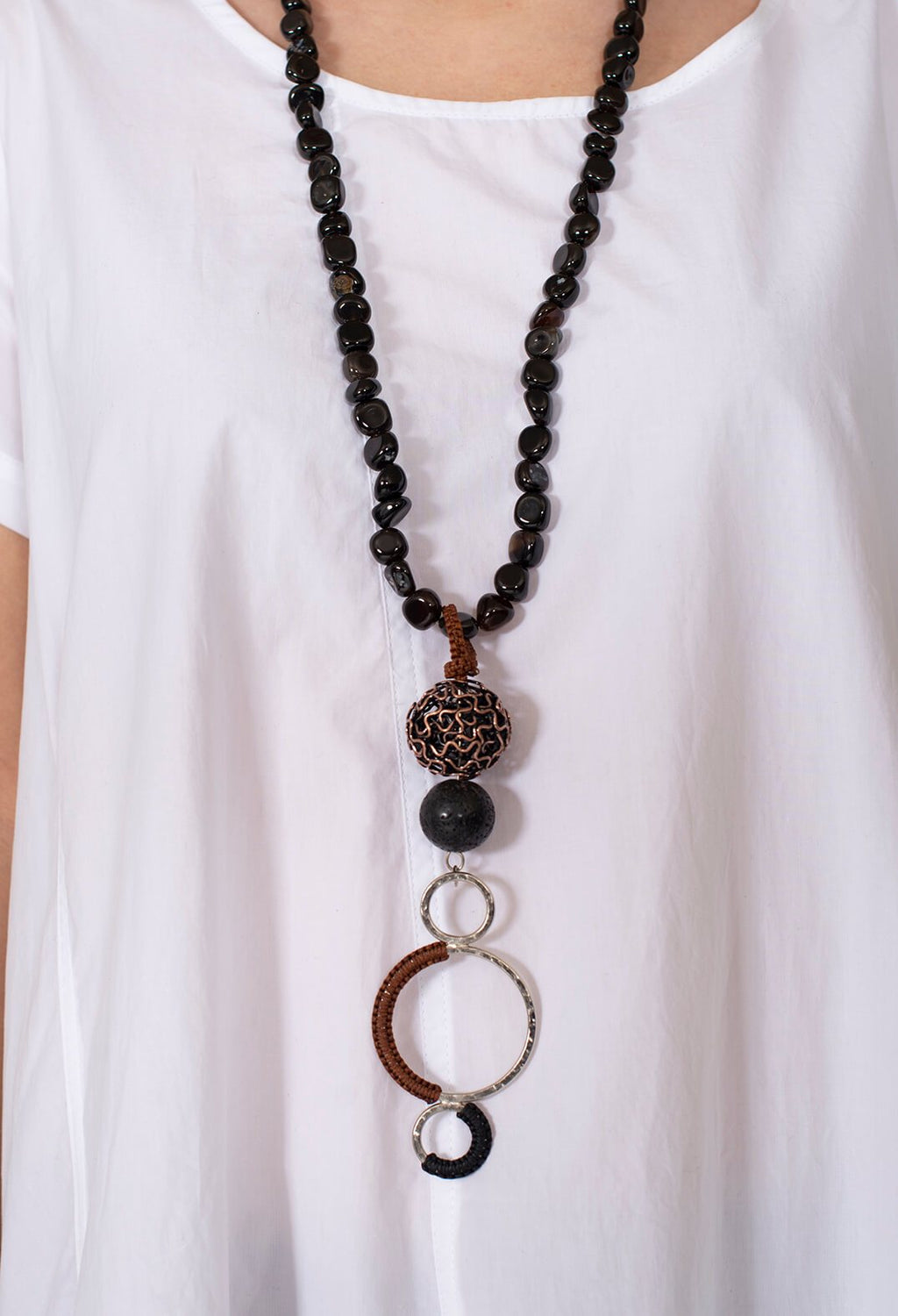 Long Beaded Necklace in Agate and Metal
