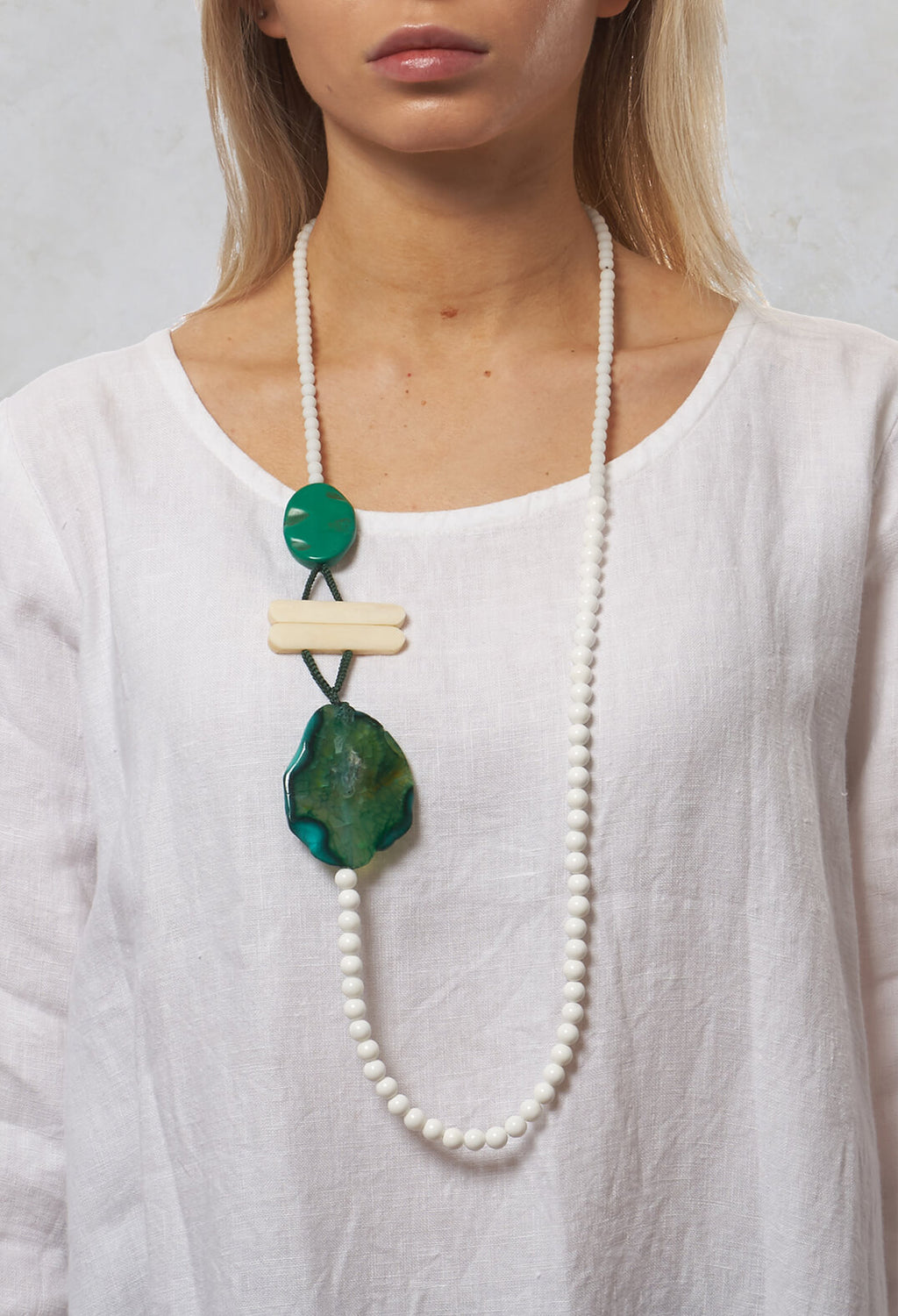 Long Beaded Necklace in White / Green