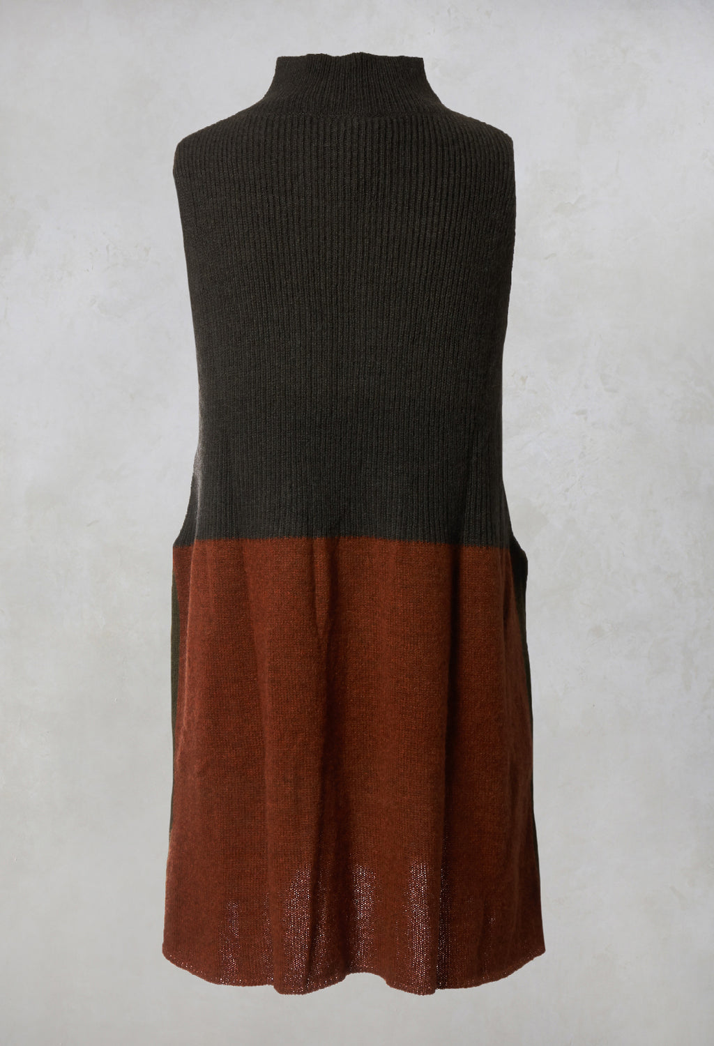 Ribbed Sleeved Jumper in Charcoal / Burnt Slenna