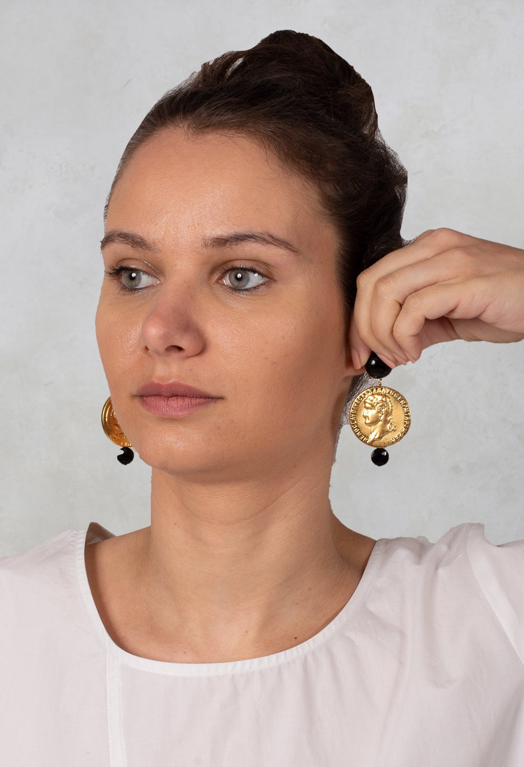 Round Discs Eardrops in Gold