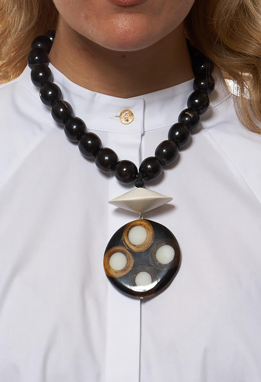 Wooden Elements Horn Necklace in Black