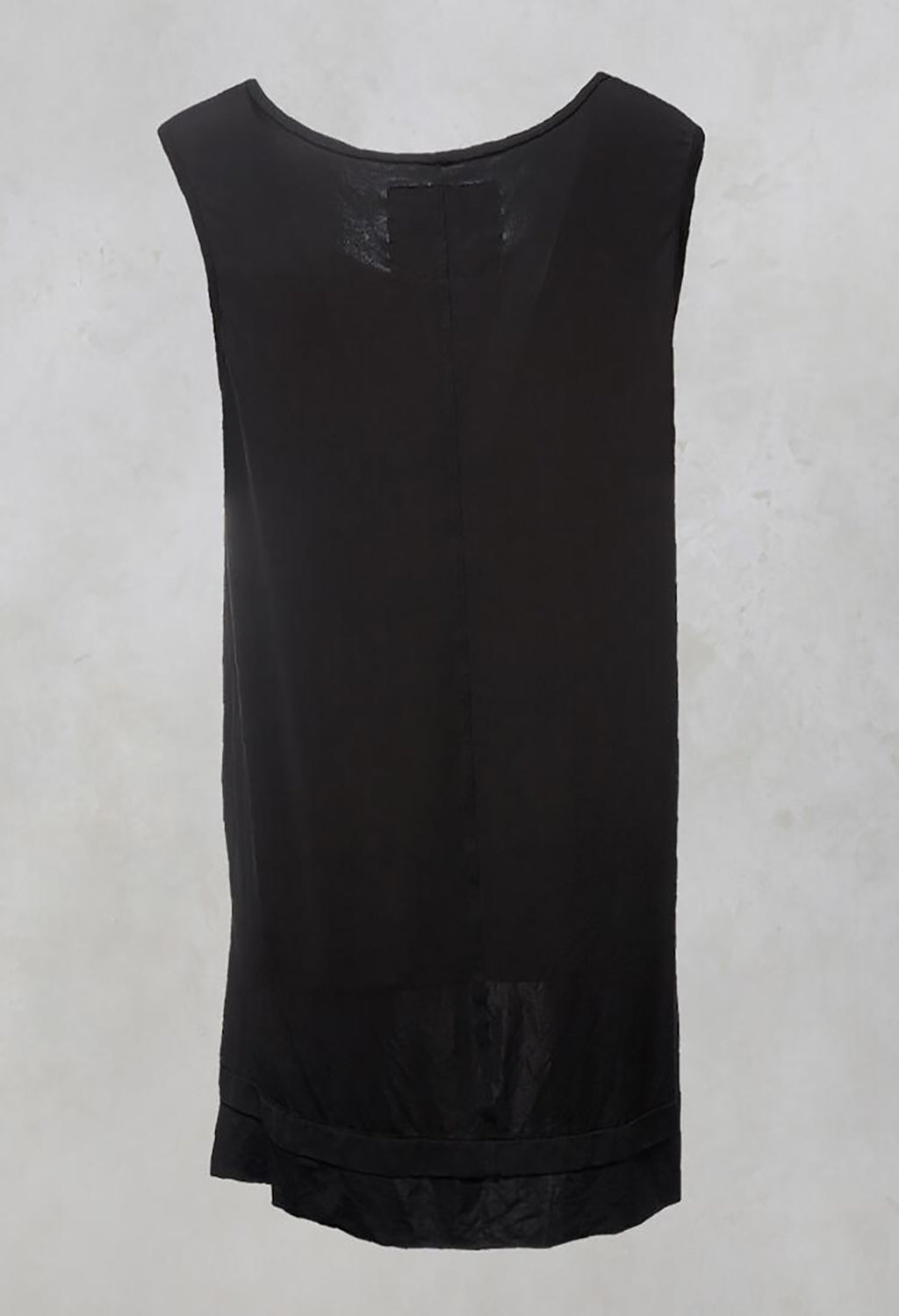 Chartress Top with Drop Hem at Back in Black