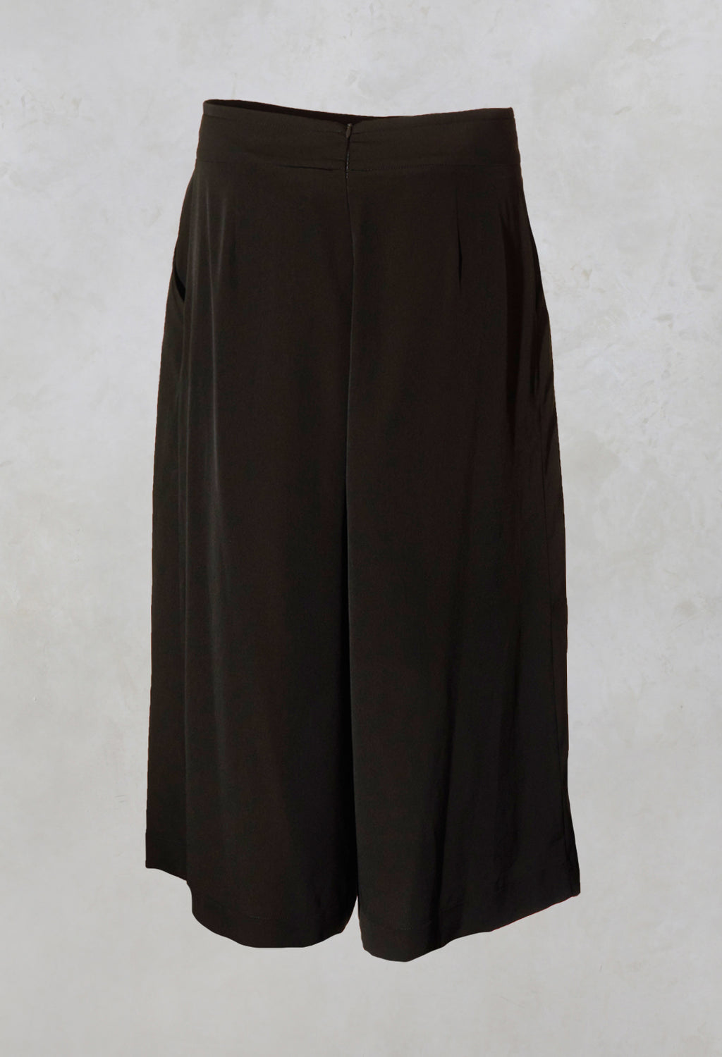 Mid Length Pleated Trousers in Khaki