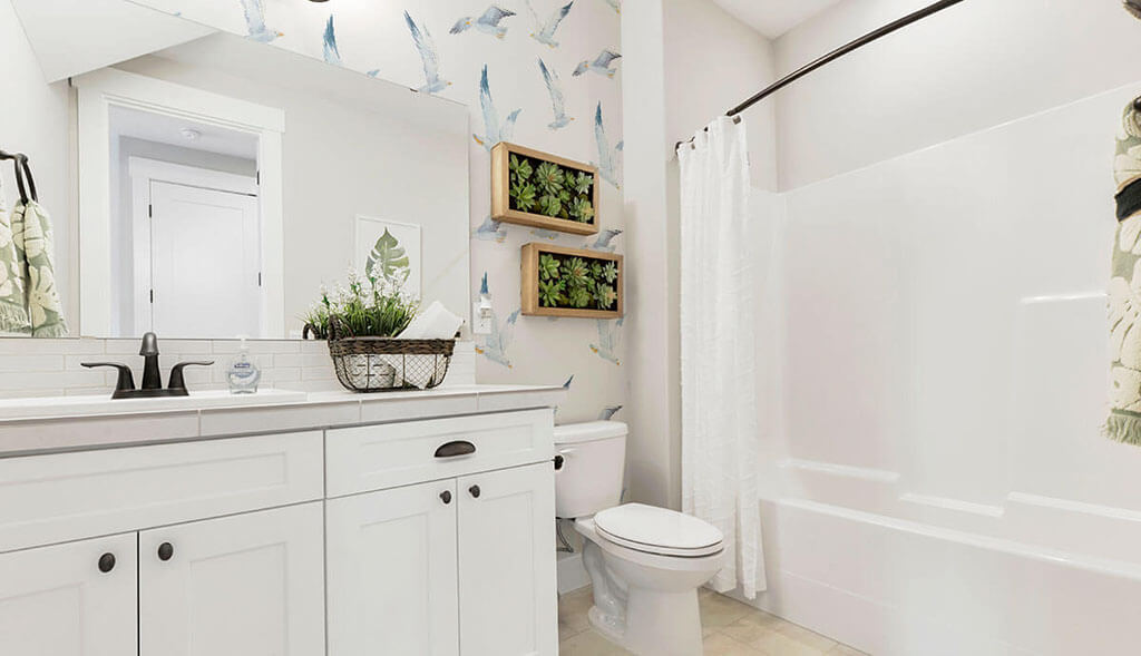 The decorating tip of white and blue bird wallpaper for a white bathroom.