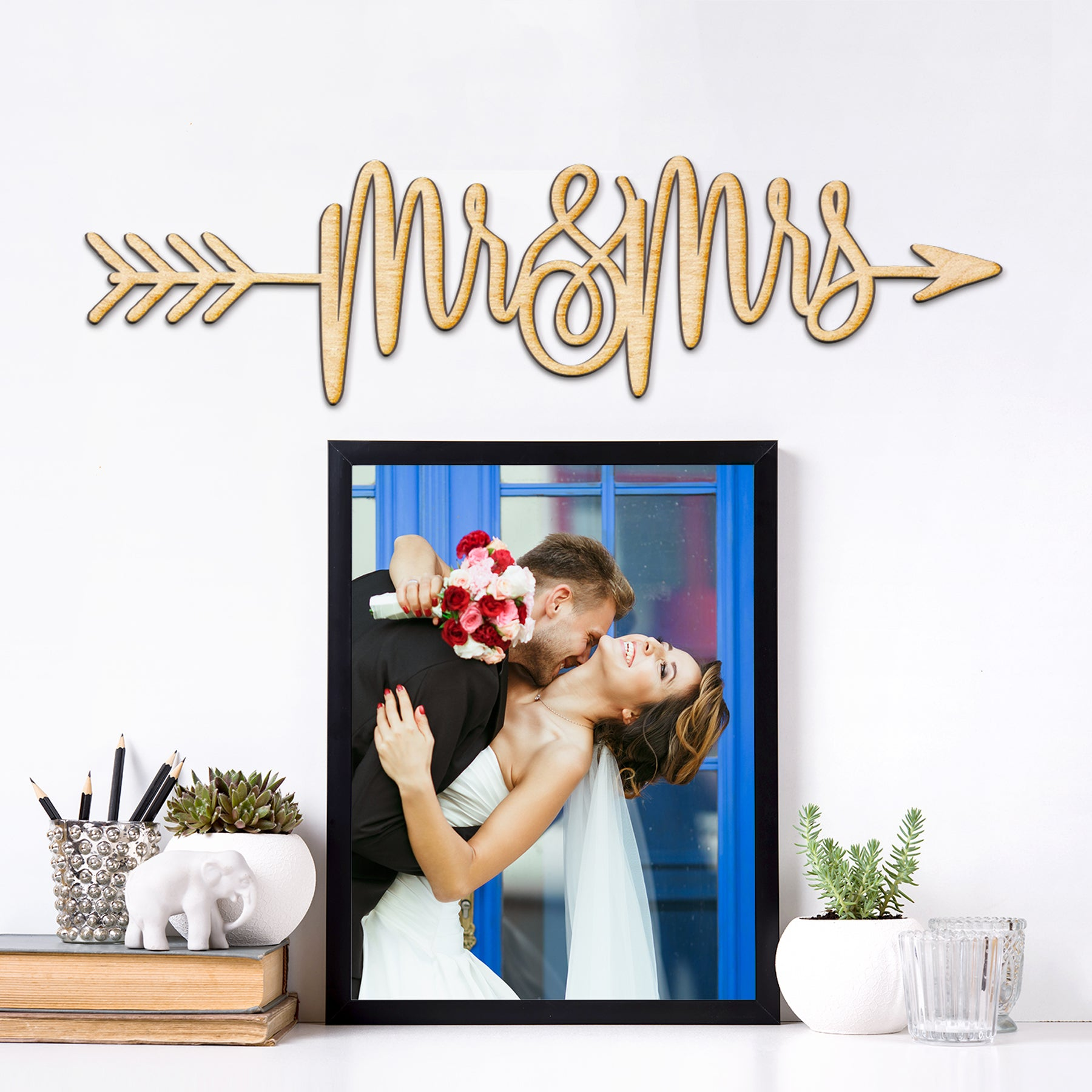 Mr & Mrs Arrow Wood Sign