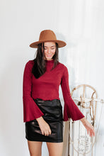 Load image into Gallery viewer, Berry Bell Sleeve Crop Top