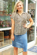 Load image into Gallery viewer, Cheetah Print Button Up Blouse