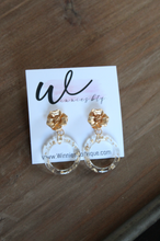 Load image into Gallery viewer, Golden Flake Flowers Earrings