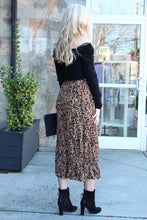 Load image into Gallery viewer, Leopard Season Crinkle Midi Skirt
