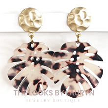 Load image into Gallery viewer, blonde tortoise monstera earrings