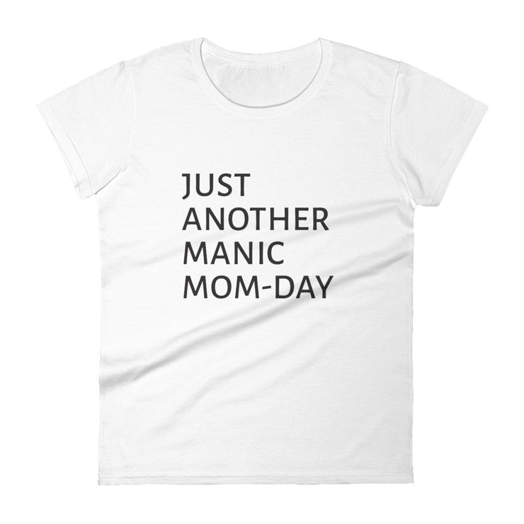 T-Shirt (Damen) - JUST ANOTHER MANIC MOM-DAY