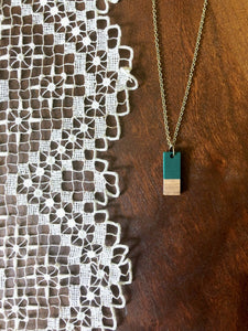 BOUNDARIES Green and Wood Bar Necklace