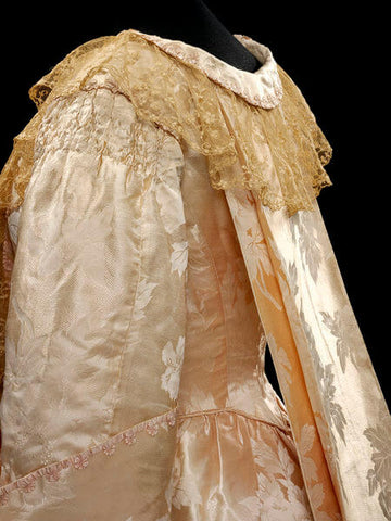 Tea gown with 18th century inspired back pleats, ca. 1905, Callot Soeurs, silk damask, lace V&A