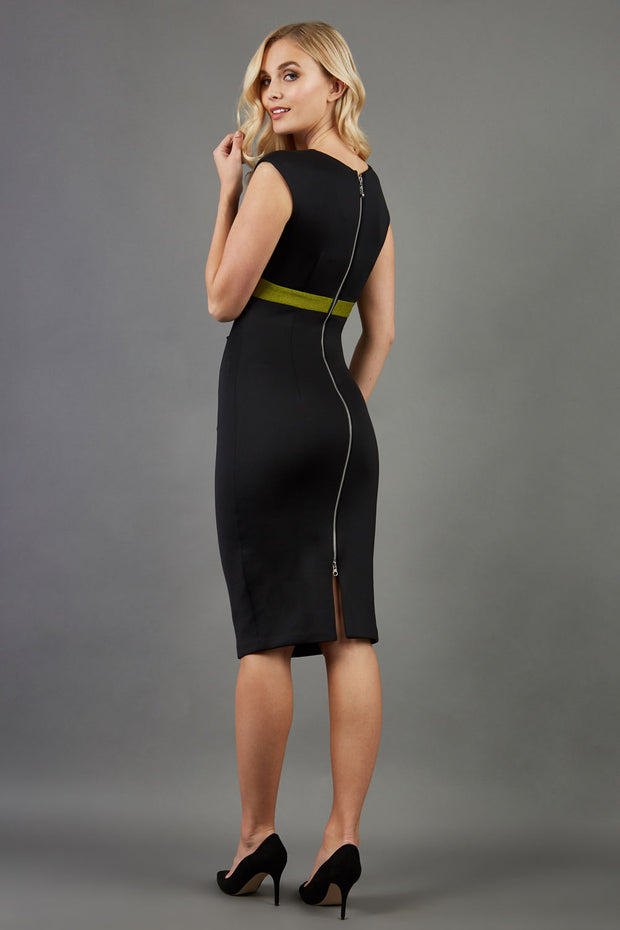 blonde model is wearing dive catwalk nadia sleeveless contrast band pencil-skirt dress with rounded neckline with a slit in the middle in black back